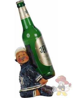 Feuerwehrmann als Flaschenhalter